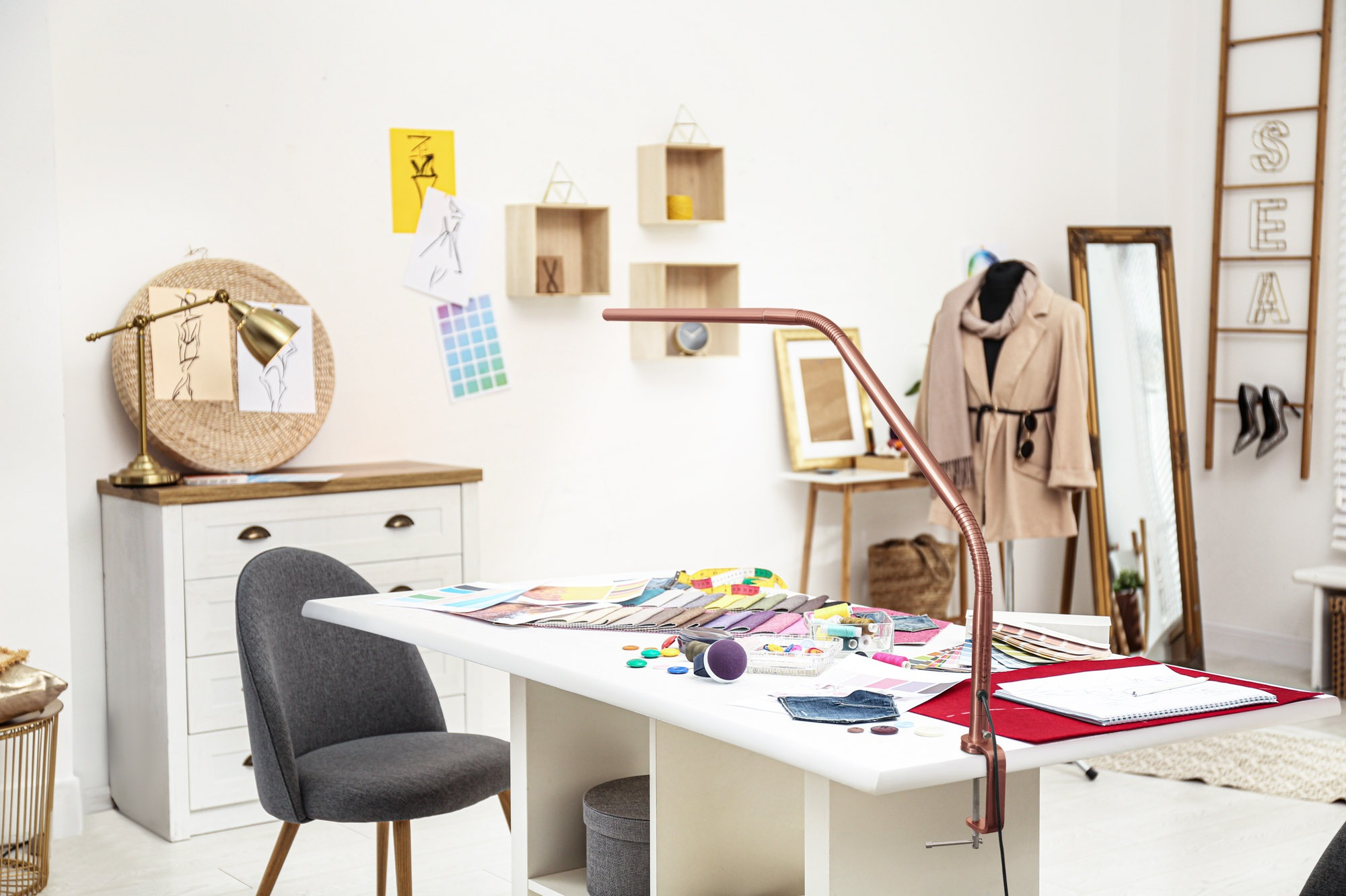 Slimline 3 Rose Gold clothes designer Lamp